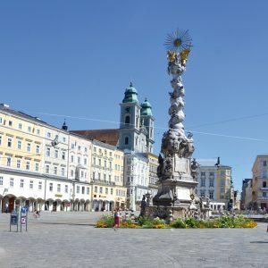 Das Bild zeigt den Hauptplatz von Linz.